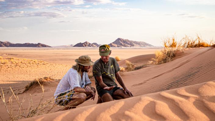 Sossusvlei Namibie - Boesman on foot