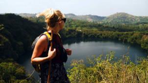 Kratermeer Heuvels Jungle Meisje