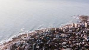 dorp gelegen aan de zee