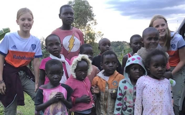 groepsfoto met de lokale bevolking
